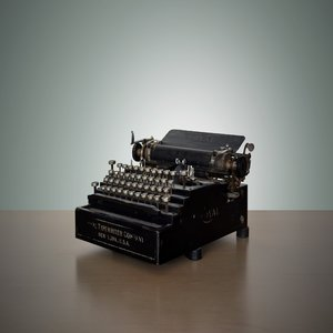 rsz_1vintage_typewriter_1.jpg smaller